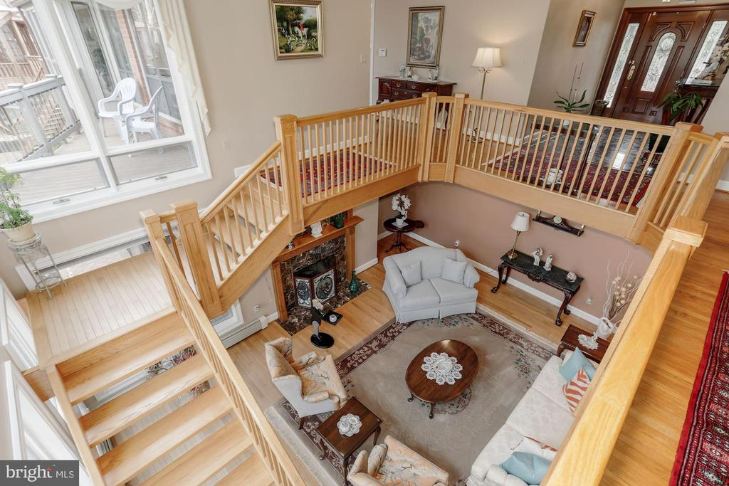 Looking down into the living room - 8900 GLENBROOK RD, FAIRFAX