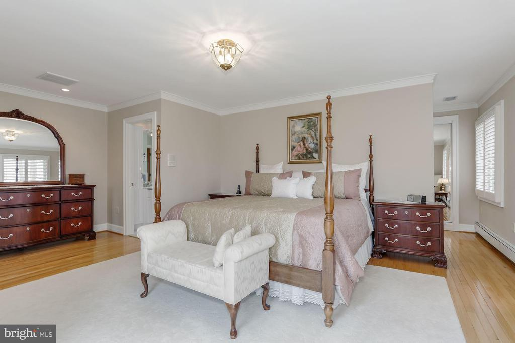 Master Bedroom - 8900 GLENBROOK RD, FAIRFAX