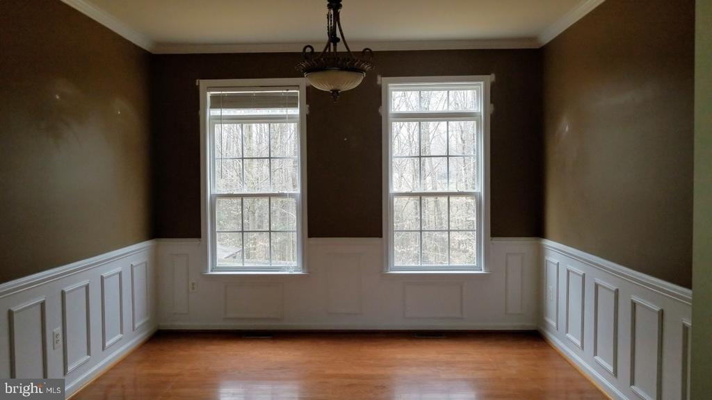 Hardwood in Dining, living, and Family Rooms - 75 CROWNCREST RD, FREDERICKSBURG