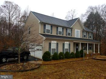 Paved driveway and nice landscaping - 75 CROWNCREST RD, FREDERICKSBURG