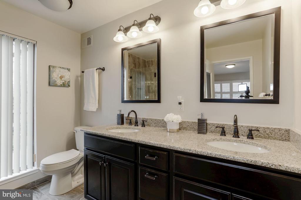 Master Bathroom double vanity - 3324 MANTUA DR, FAIRFAX