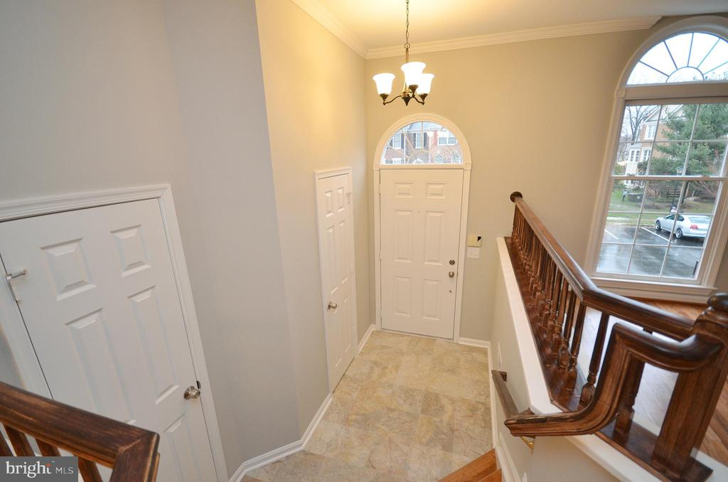 Foyer  Area - 20946 SANDSTONE SQ, STERLING