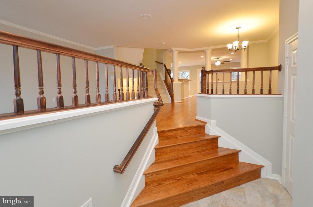Foyer to Living Room - 20946 SANDSTONE SQ, STERLING