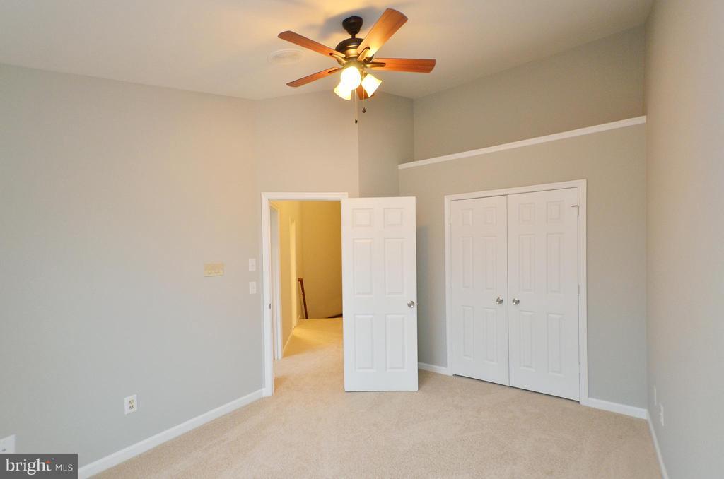 Freshly Painted & New Carpet - 20946 SANDSTONE SQ, STERLING