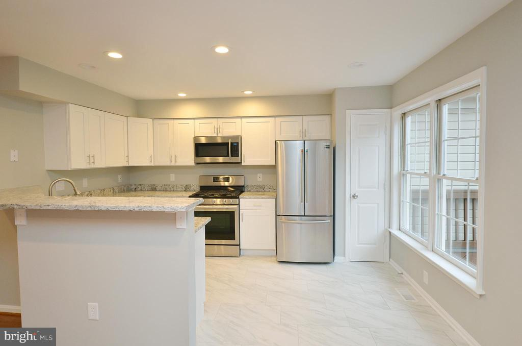 Completely Remodeled Kitchen - 20946 SANDSTONE SQ, STERLING