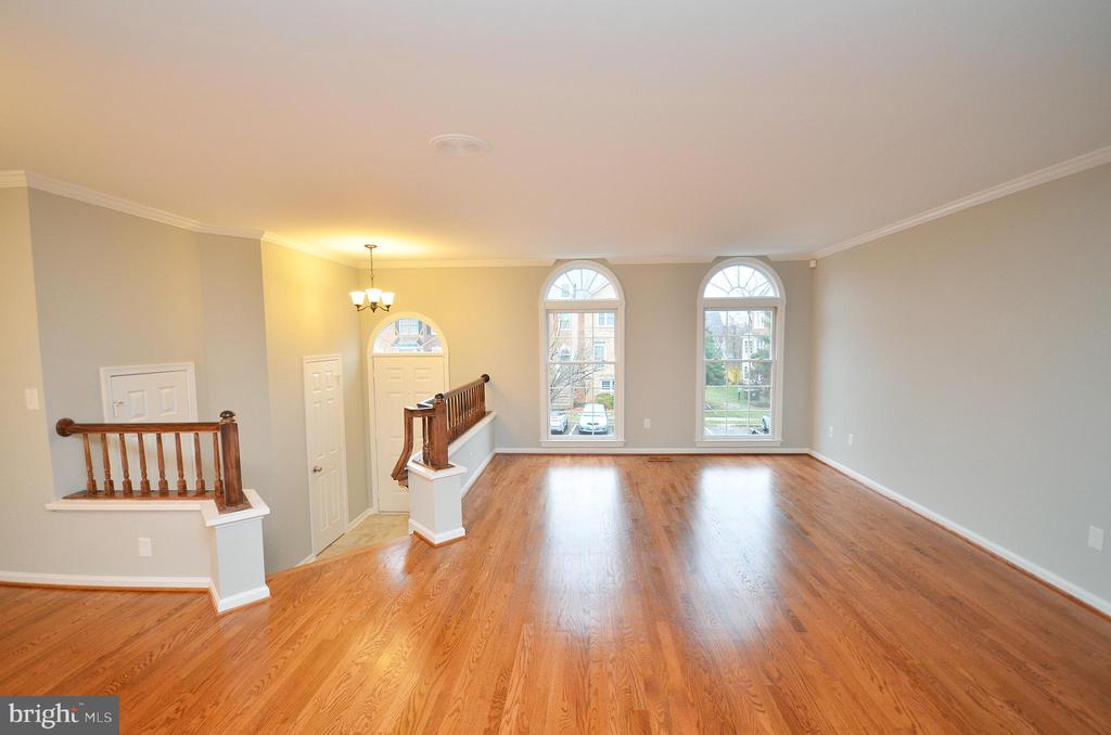 Refinished Hardwood Floors Main Level - 20946 SANDSTONE SQ, STERLING