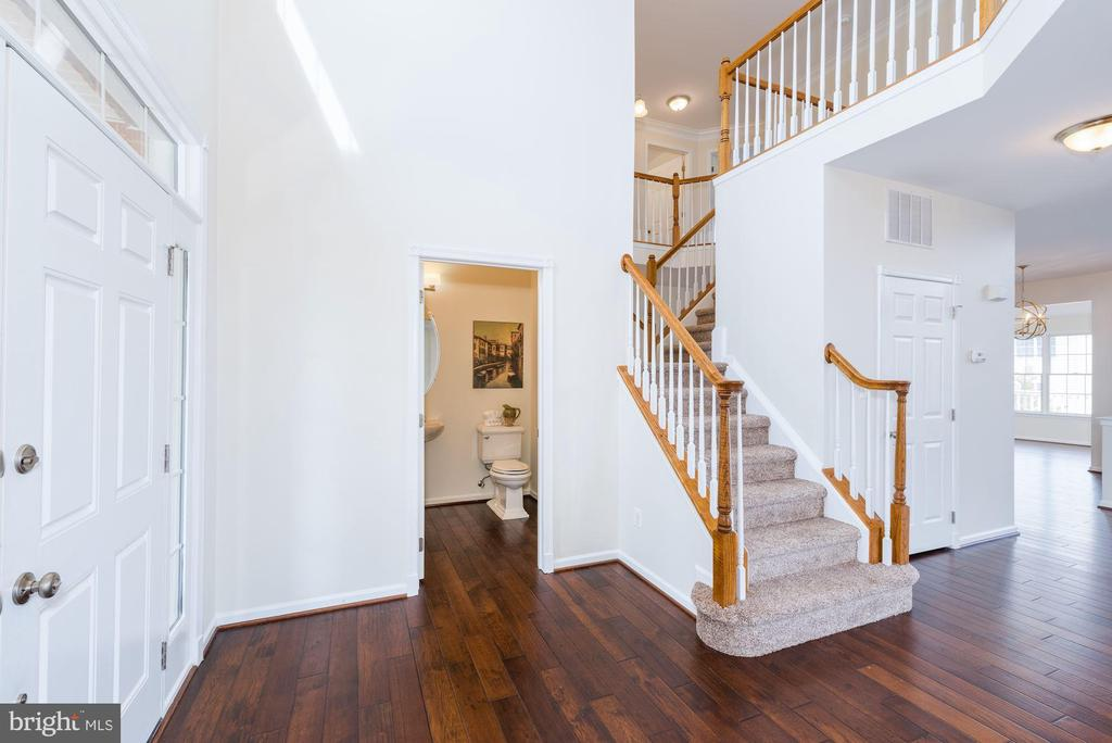 Soaring 2-story foyer w/ front and rear staircases - 25948 DONOVAN DR, CHANTILLY