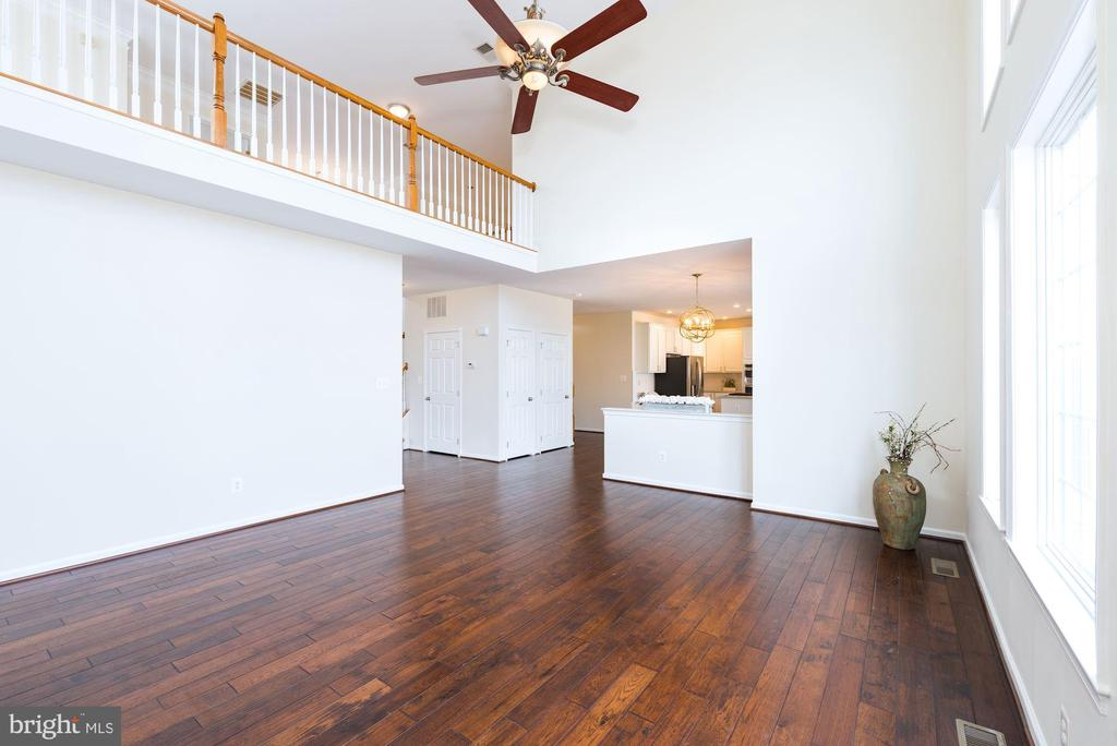 2-story great room w/ loft overlook - 25948 DONOVAN DR, CHANTILLY