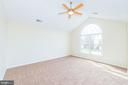 Master suite w/ palladian wndw and vaulted ceiling - 25948 DONOVAN DR, CHANTILLY