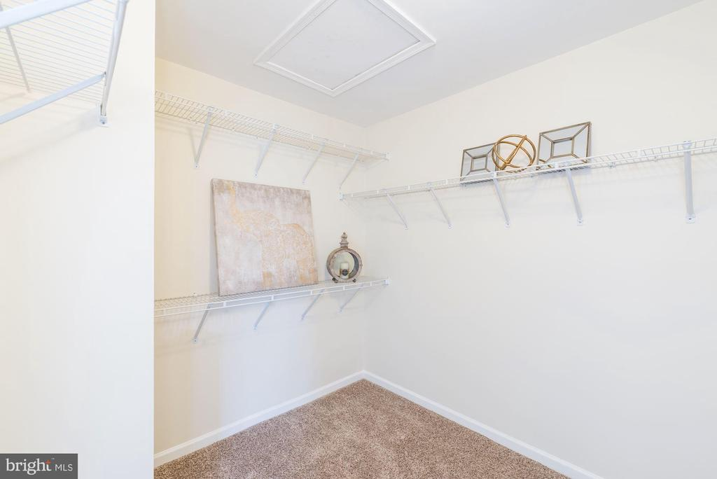 Huge master walk-in closet - 25948 DONOVAN DR, CHANTILLY