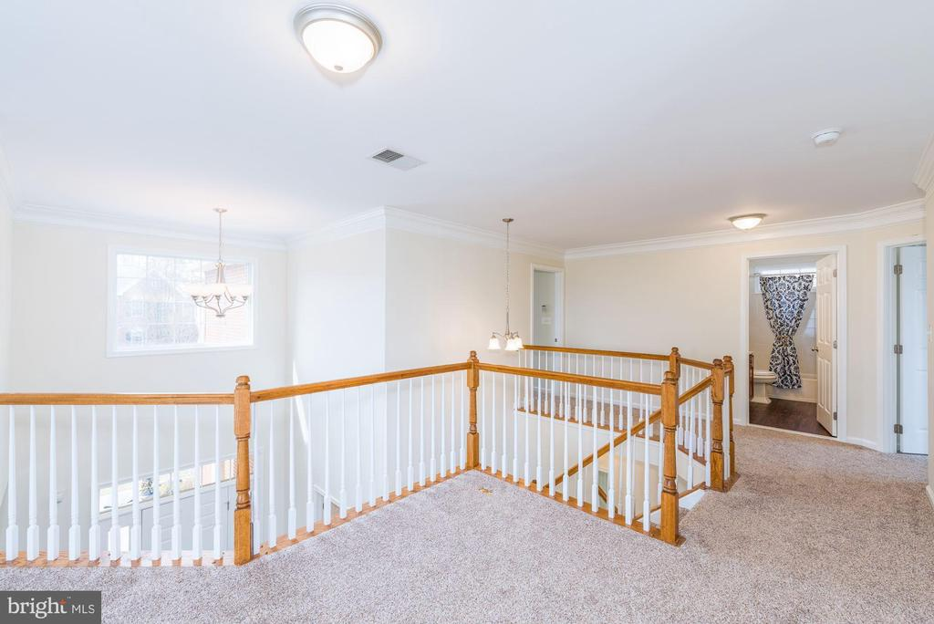 Brand new upgraded carpet & padding upper level - 25948 DONOVAN DR, CHANTILLY