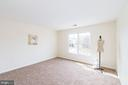 Upper level bedroom - 25948 DONOVAN DR, CHANTILLY