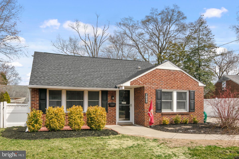 Maison unifamiliale pour l Vente à 1025 CHESTERFIELD Barrington, New Jersey 08007 États-Unis