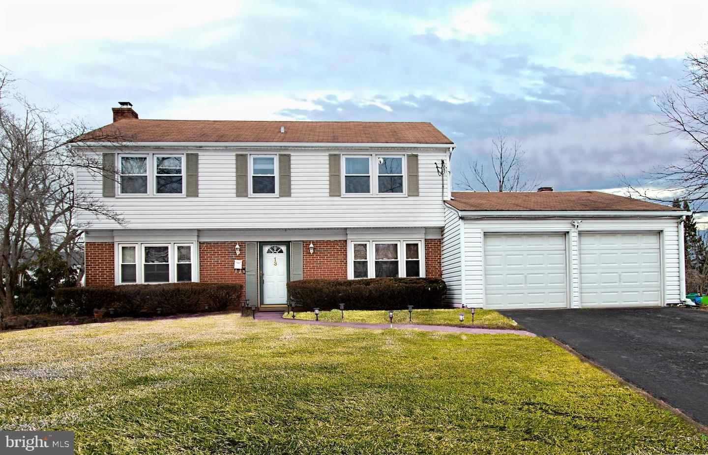 Частный односемейный дом для того Продажа на 13 ORCHID Somerset, Нью-Джерси 08873 Соединенные ШтатыВ/Около: Franklin Township