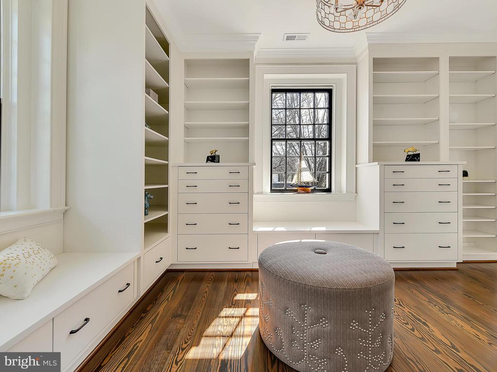 Spacious and organised cabinetry in dressing room - 211 ROCKWELL TER, FREDERICK
