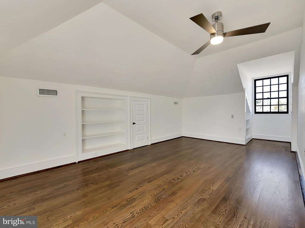 Top level bedroom, restored closets - 211 ROCKWELL TER, FREDERICK