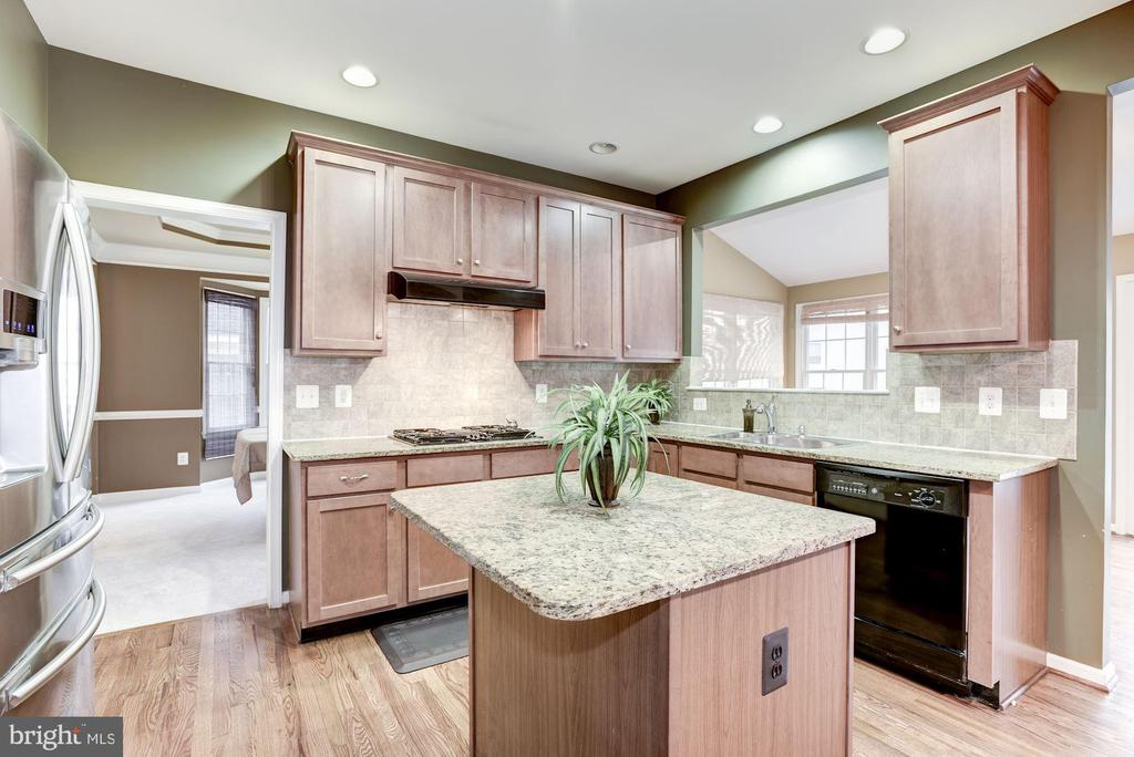 Kitchen - 43895 CAMELLIA ST, ASHBURN