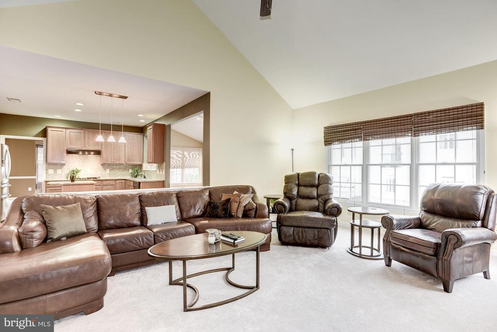 Living Room Open to Kitchen - 43895 CAMELLIA ST, ASHBURN