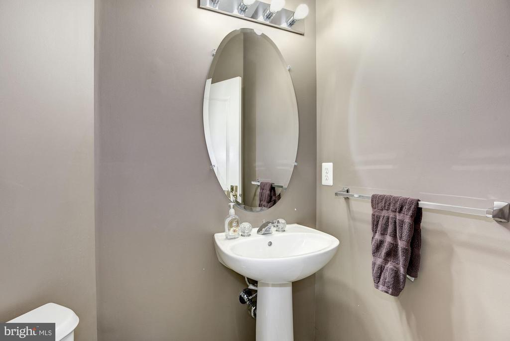 Main Level Half Bath - 43895 CAMELLIA ST, ASHBURN