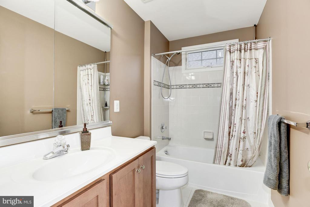 Bathroom - 43895 CAMELLIA ST, ASHBURN