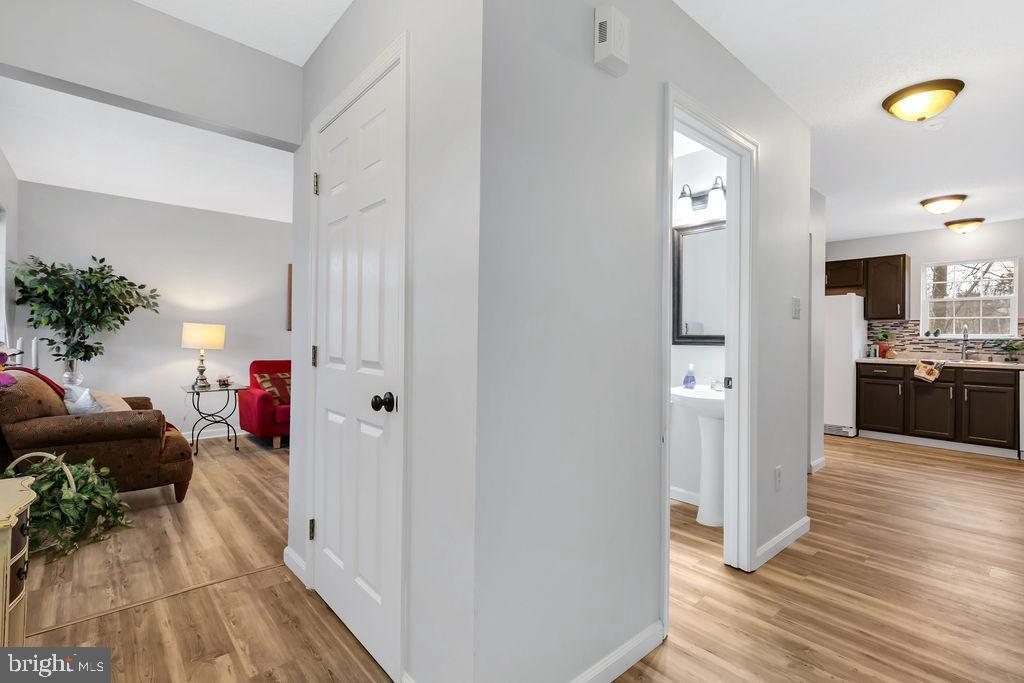 Bright, open floor plan boasting new flooring - 129 HILL VALLEY DR, WINCHESTER