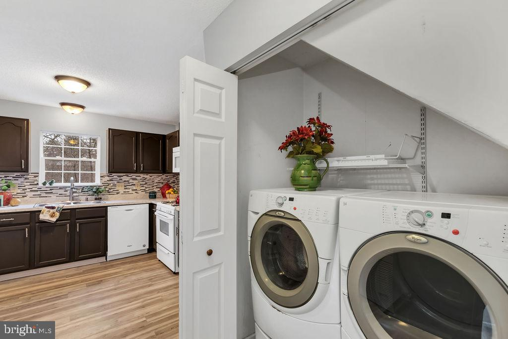 Front loading washer & dryer - 129 HILL VALLEY DR, WINCHESTER