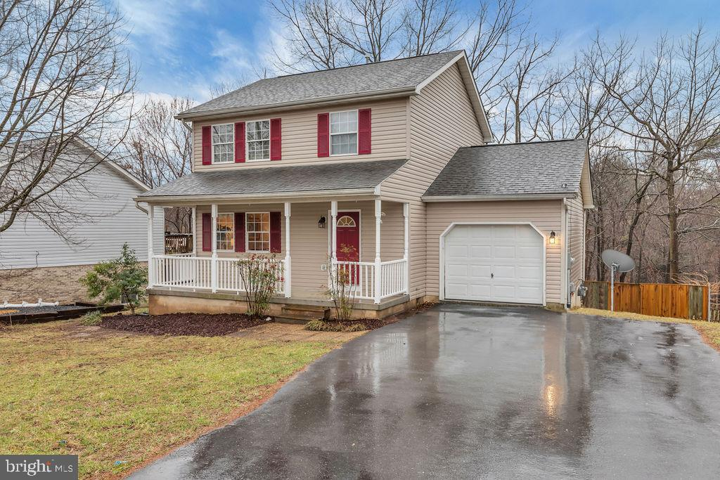 Updated and move in ready 3 bdrm, 2.5 bath home - 129 HILL VALLEY DR, WINCHESTER