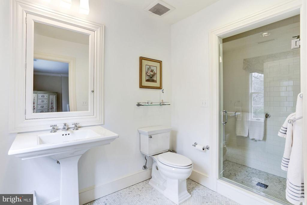 Ensuite Bath - 4934 INDIAN LN NW, WASHINGTON