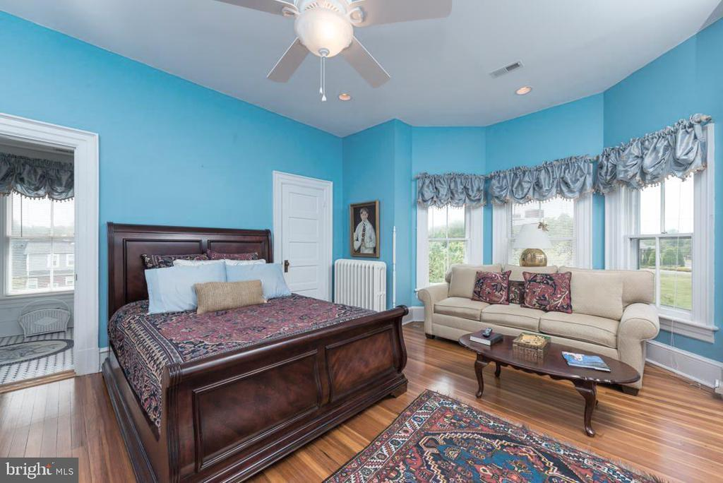 Master Bedroom on Upper Level with Walk-in Closet. - 2010 FALL HILL AVE, FREDERICKSBURG