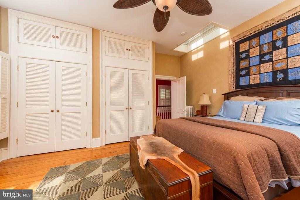Upper Level Bedroom with Double Built-In Closets. - 2010 FALL HILL AVE, FREDERICKSBURG