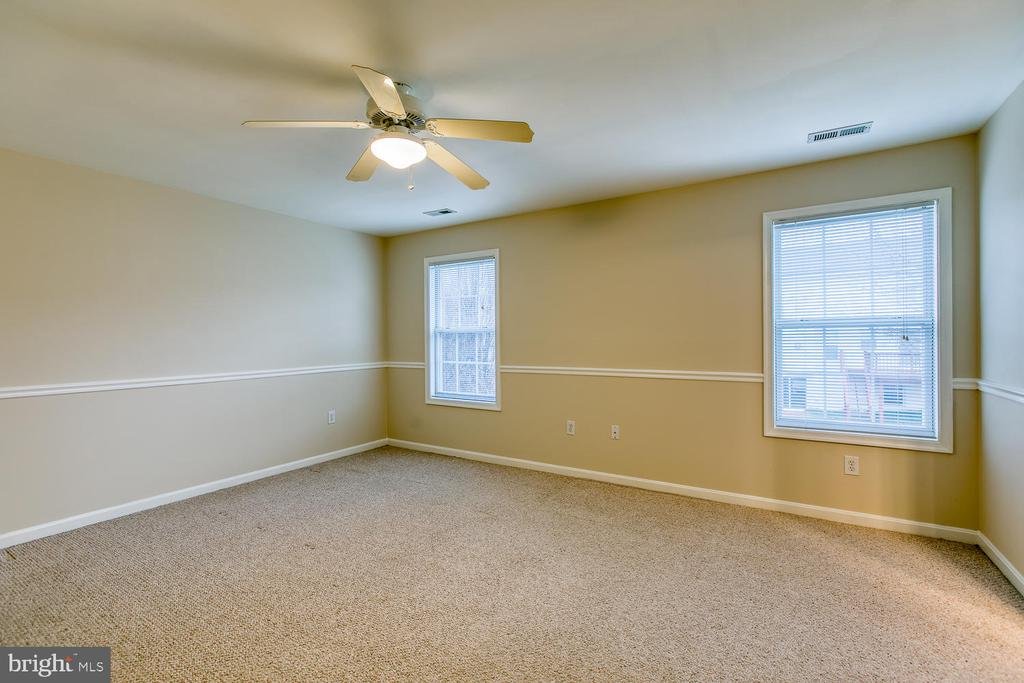 Large master bedroom - 1 JOPLIN CT, STAFFORD
