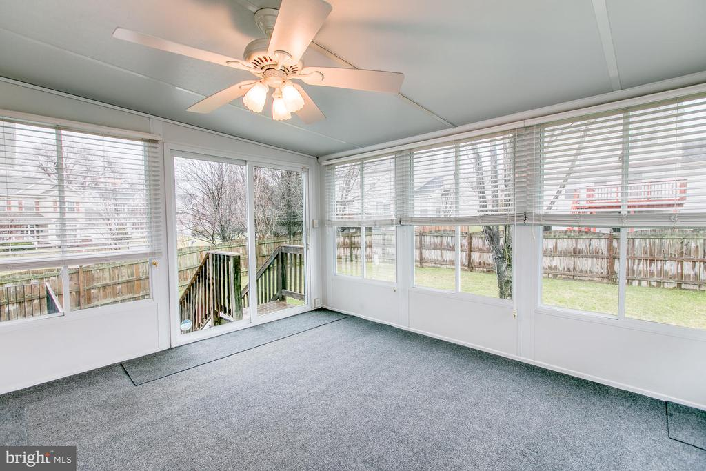 Relaxing enclosed sun room off kitchen - 1 JOPLIN CT, STAFFORD