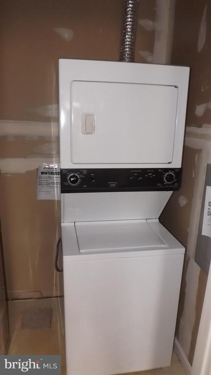Stacked Washer/Dryer - 7113 MAHOGANY DR #7, LANDOVER