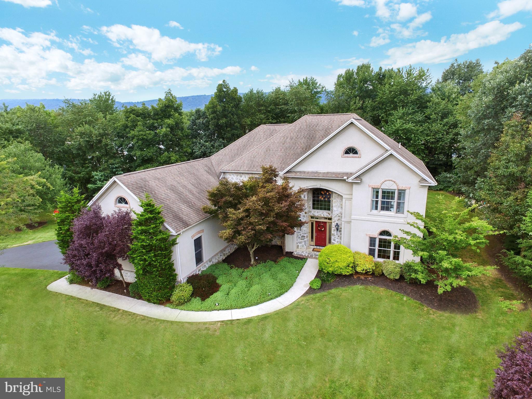 Outstanding estate setting home in Pinehurst!