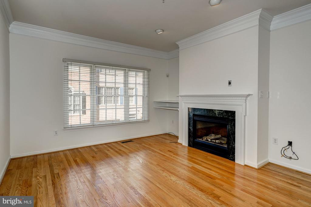 Living room with fireplace - 1124 N VERNON ST, ARLINGTON