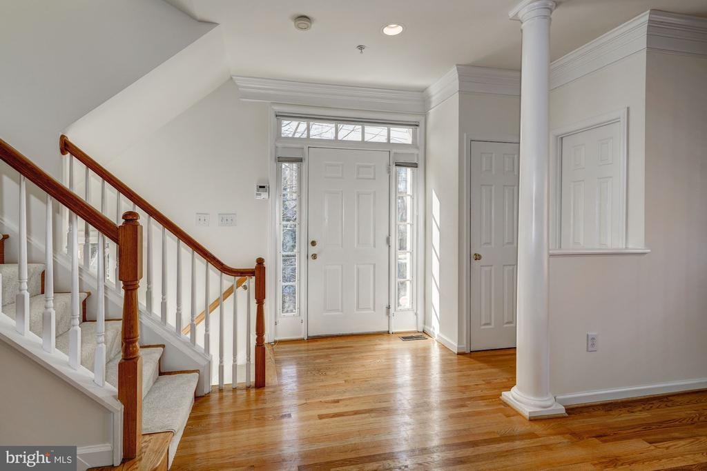Entryway with coat closet and powder room - 1124 N VERNON ST, ARLINGTON