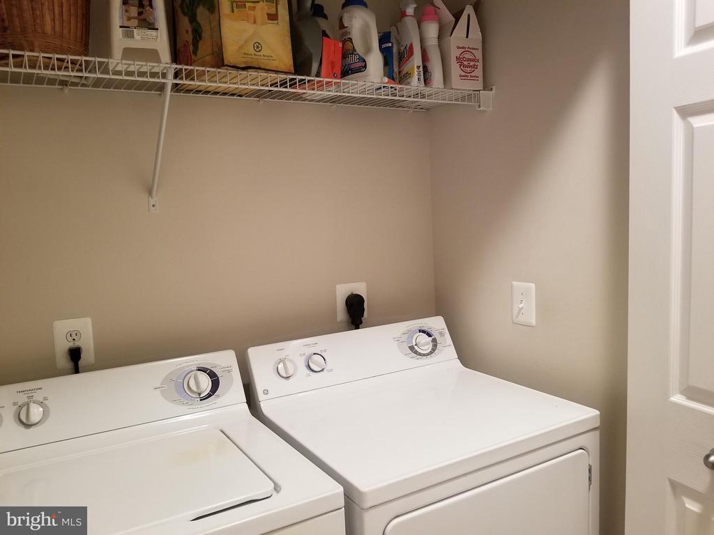 Full size washer & dryer - 9480 VIRGINIA CENTER BLVD #318, VIENNA