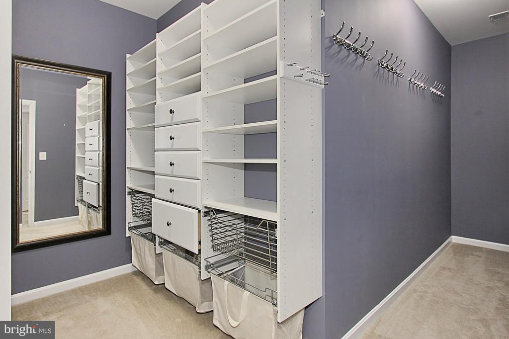Custom Walk In Closet - 21492 GREAT SKY PL, BROADLANDS