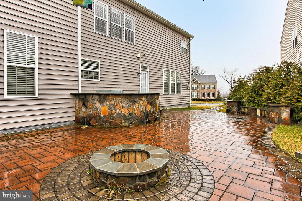 Patio with Fire Pit and Outdoor Kitchen - 21492 GREAT SKY PL, BROADLANDS