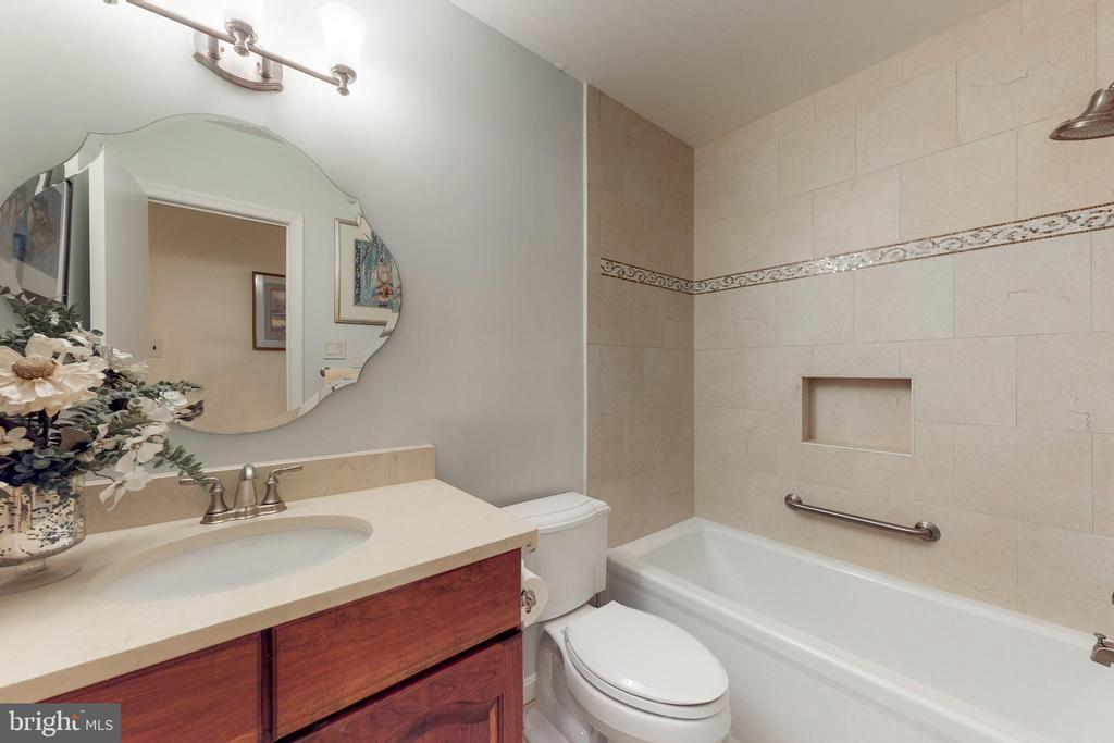 Hall Bath - 12050 HICKORY HILLS CT, OAKTON