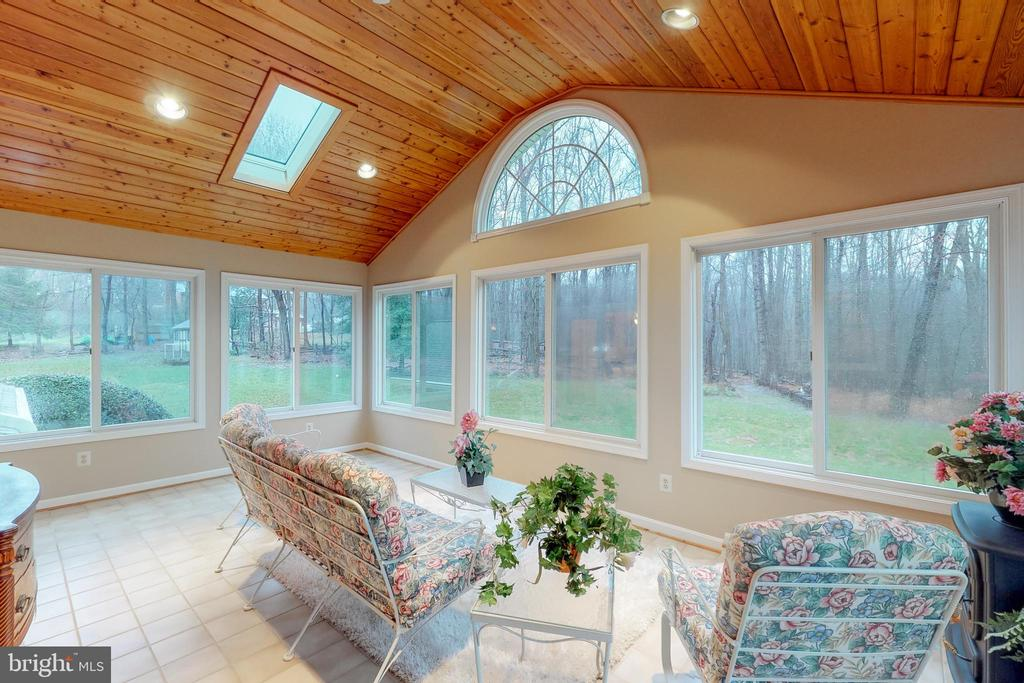 Gorgeous sun room looking to the back yard - 12050 HICKORY HILLS CT, OAKTON