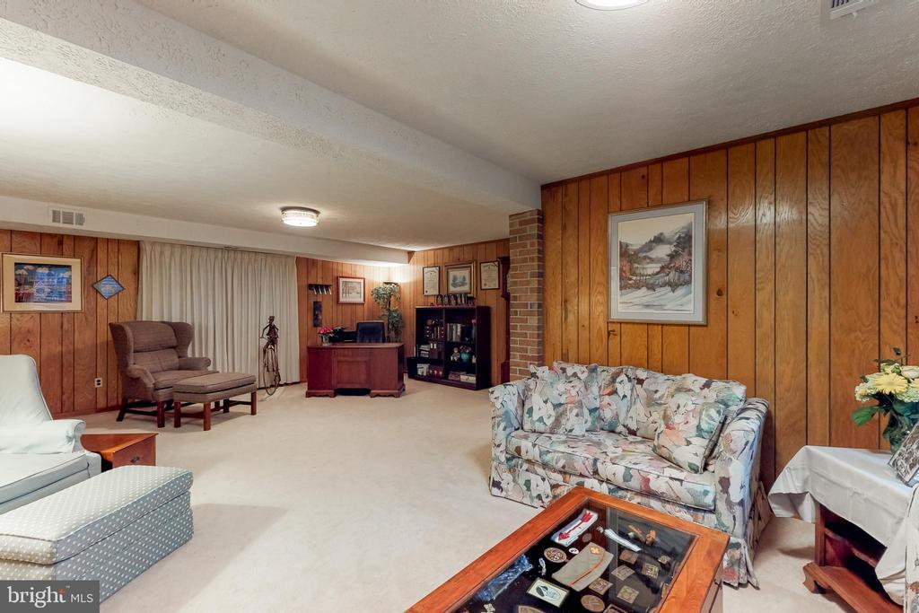 - 12050 HICKORY HILLS CT, OAKTON