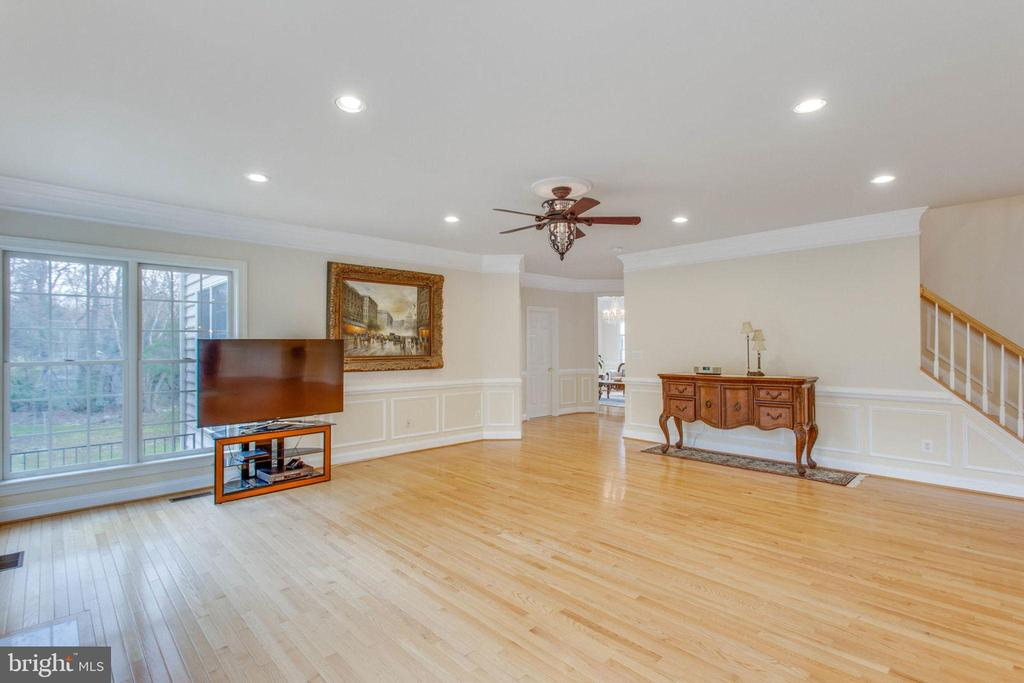 Spacious  Family Room - 11607 FOREST HILL CT, FAIRFAX