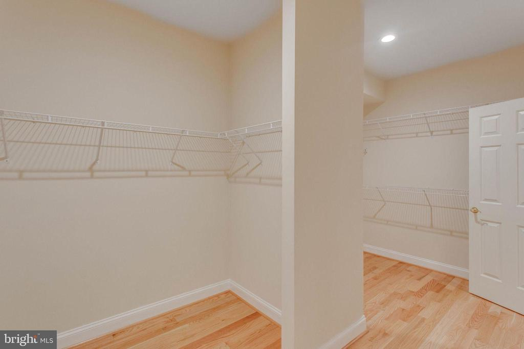 Walk- in Closet His & Hers - 11607 FOREST HILL CT, FAIRFAX