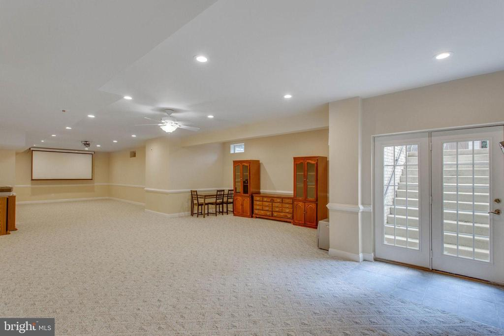 Open Recreation Area Lower Level - 11607 FOREST HILL CT, FAIRFAX