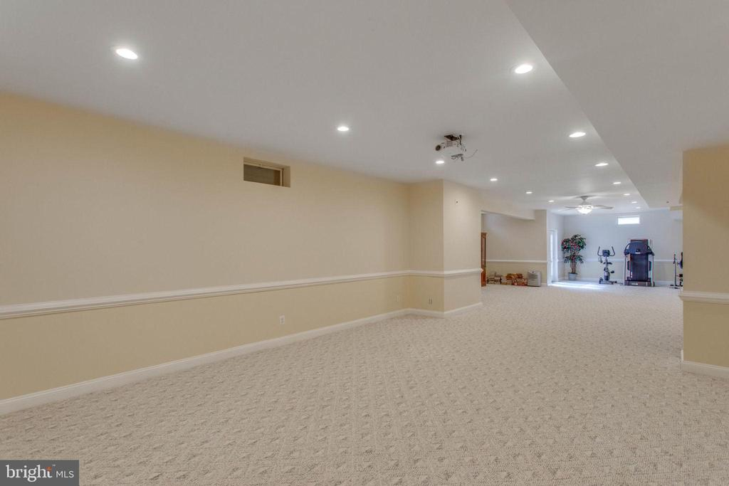 Plenty  of  Space Low Level - 11607 FOREST HILL CT, FAIRFAX