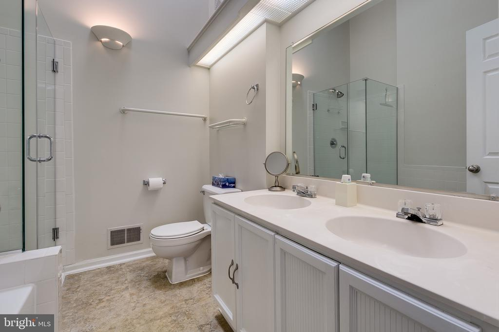 Large Master Bathroom w/ Vaulted Ceiling & Skylite - 13309 FOXHOLE DR, FAIRFAX