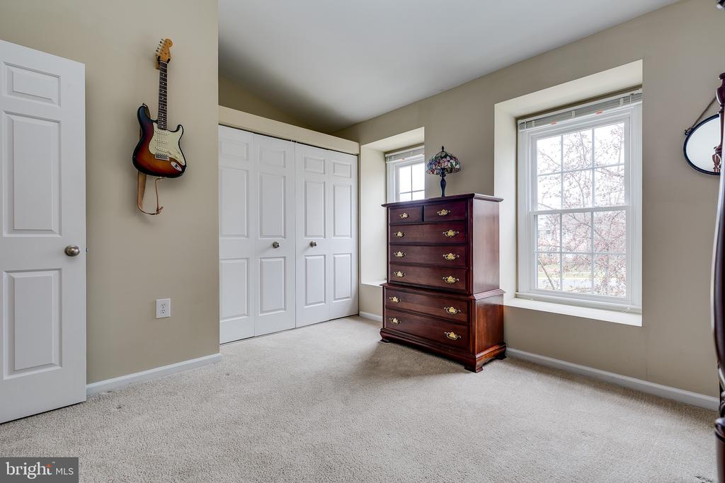 Large, Sunny Master Bedroom w/ Ample Closets - 13309 FOXHOLE DR, FAIRFAX