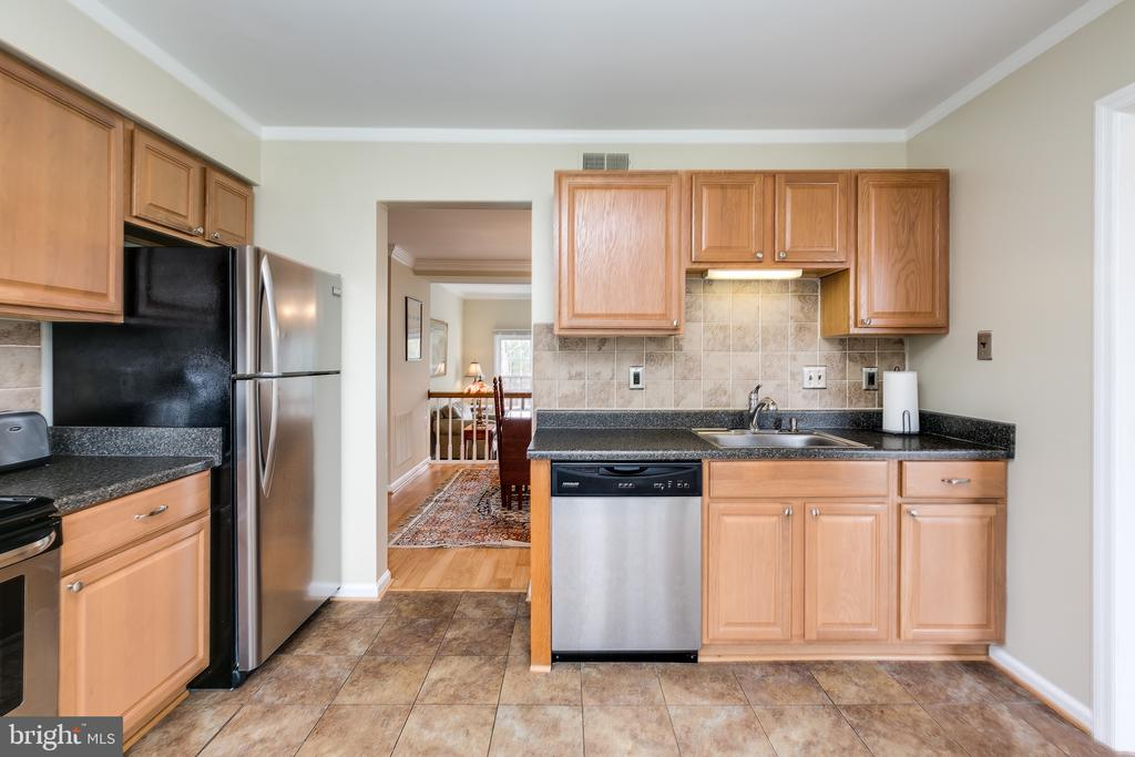 Updated Kitchen w/Maple Cabs & SS Appliances - 13309 FOXHOLE DR, FAIRFAX