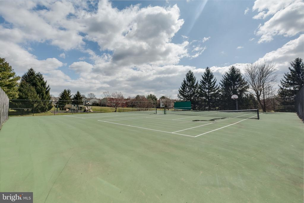 Community Tennis Court w/Handball Area - 13309 FOXHOLE DR, FAIRFAX